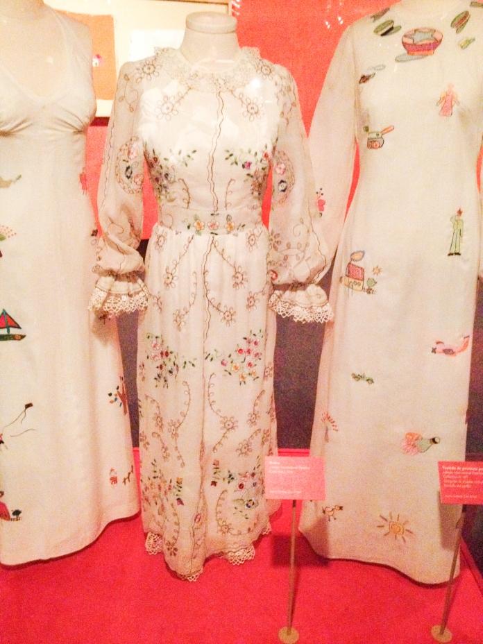 Vestidos desfilados em 1971 em NY Foto da exposição Ocupação Zuzu-Itaú Cultural SP-Março a Maio de 2014