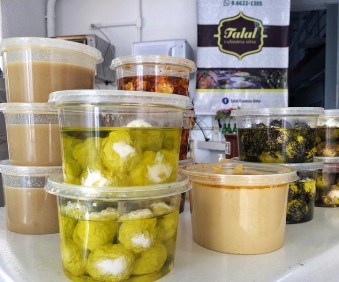 Comidas vendidas por Talal, refugiado sírio que viu na gastronomia uma maneira de inserir-se na sociedade e sustentar sua família. Fonte: Gastrolandia.com.br